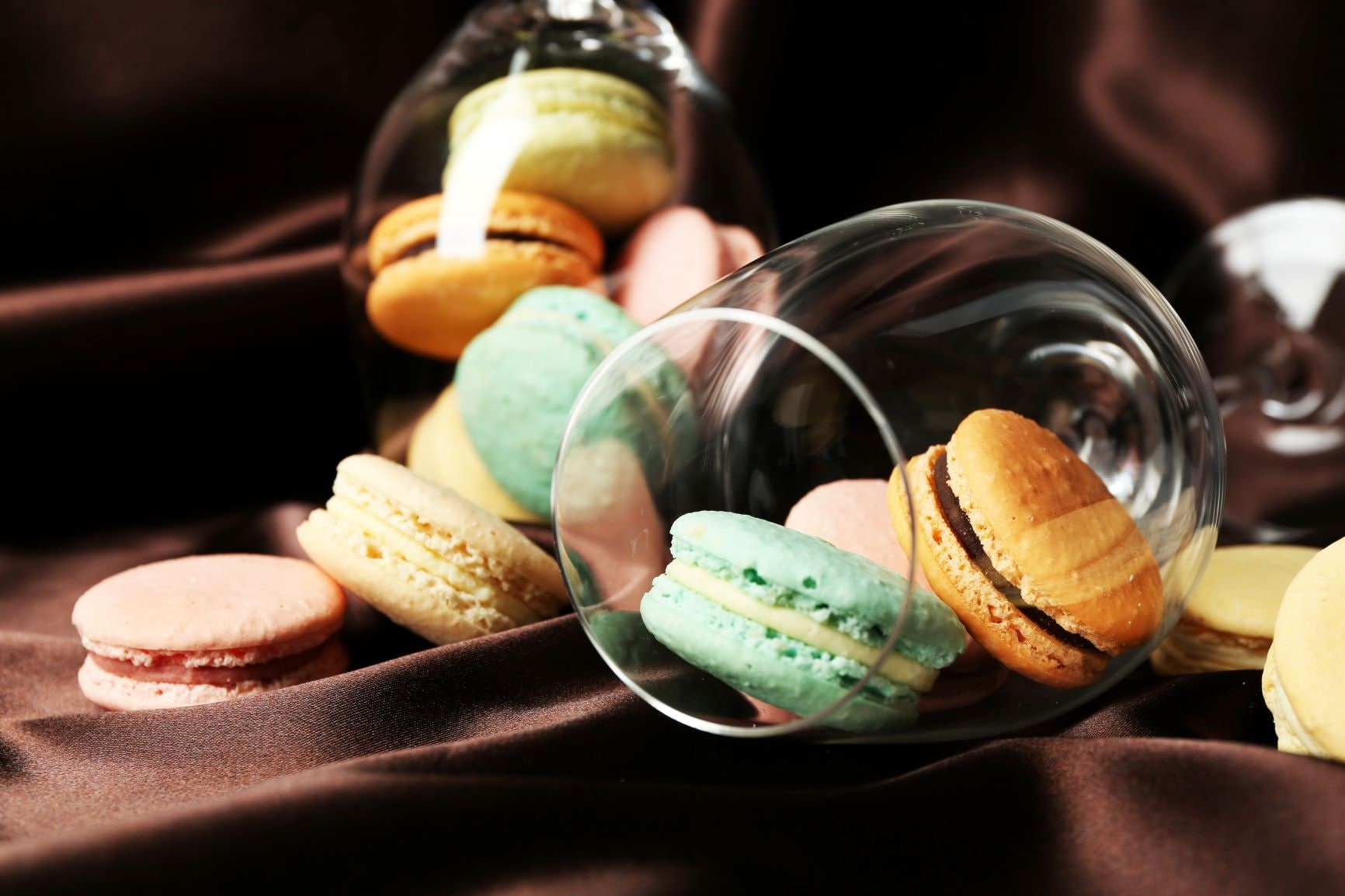 around-about-cars-macaroons-min