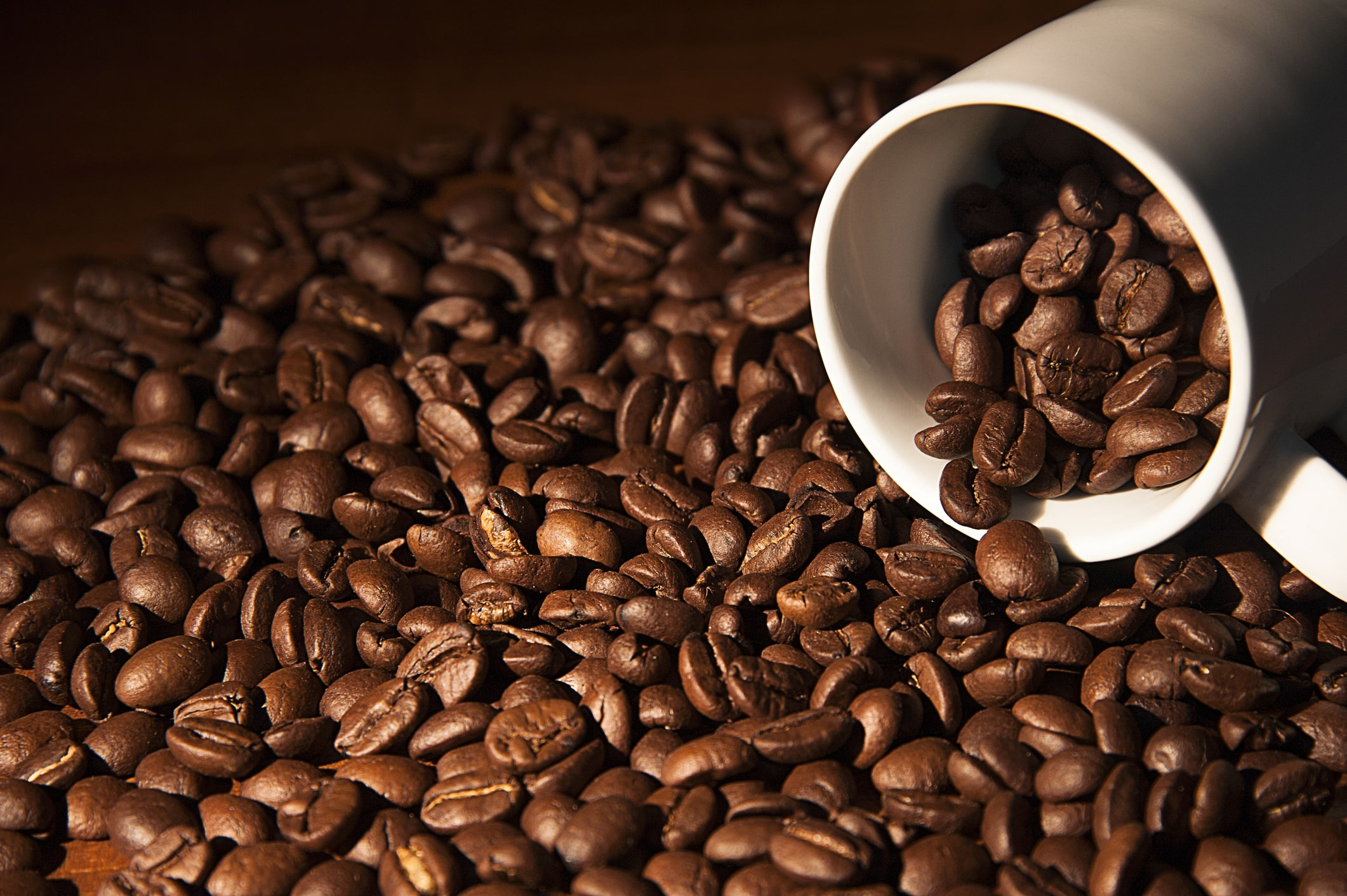 coffee-cup-with-coffee-beans-36795894-min
