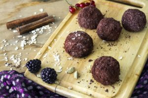 homemade-raw-healthy-vegan-chocolate-truffles-with-muesli-59929524-min