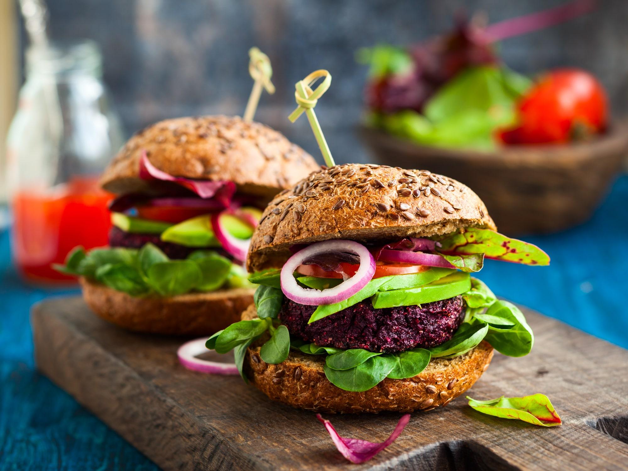 veggie-beet-and-quinoa-burger-51974112-min