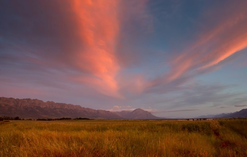 sunset-over-tulbagh-in-the-wine-region-178677805-min