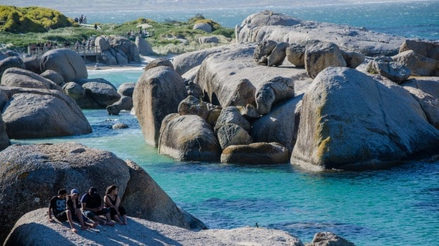 Around-about-cars-boulders-beach-min