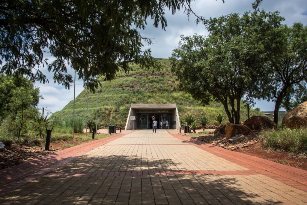 maropeng-visitor-centre-at-the-cradle-of-humankind-just-outside-of-johannesburg-in-gauteng-157407162-min