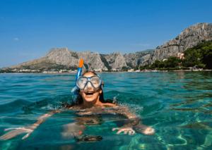 car-hire-cape-town-snorkel-ocean-min