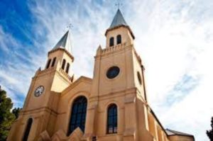 4 Reach-for-the-stars-with-your-car-hire-Johannesburg-Bloemfontein-2towers-church-min