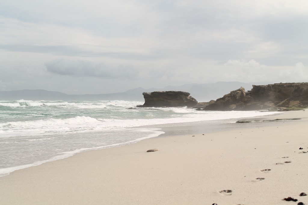 ONE OF THE MANY BEACHES BETWEEN HERMANUS AND GANSBAAI